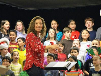 photo of students singing and chorus teacher